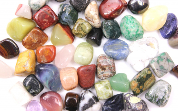 たくさんの色石
