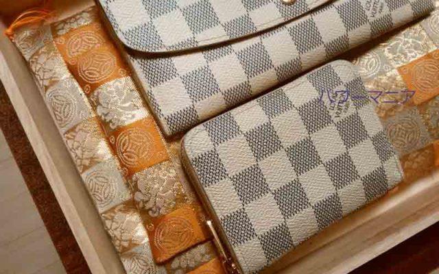 仲手川布団店の財布の布団に財布を2つ並べる