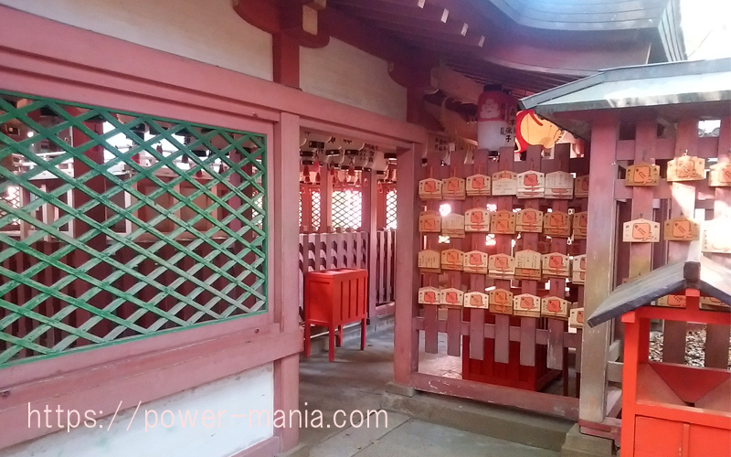 稲荷神社の内部