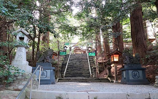 高千穂神社の参道の階段