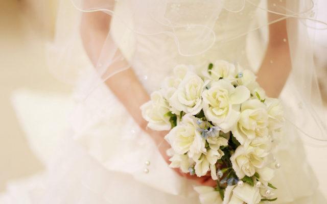 恋愛運アップのイメージ・結婚式でブーケを持つ花嫁