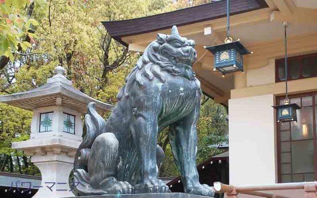 湊川神社本殿前の左の狛犬