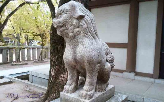 湊川神社の左の狛犬