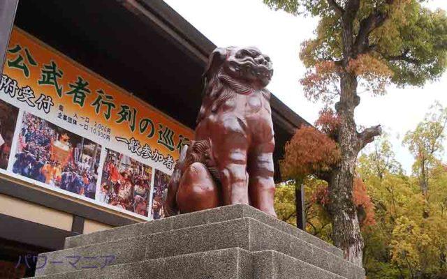 湊川神社本殿手前の狛犬左