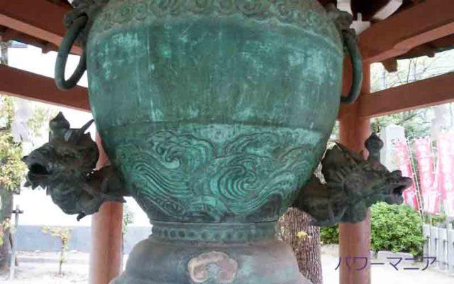湊川神社の龍の鐘のアップ