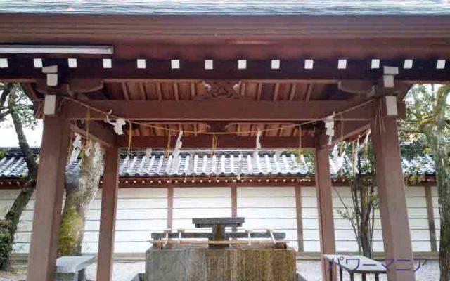 湊川神社にある大楠公墓所の手水舎