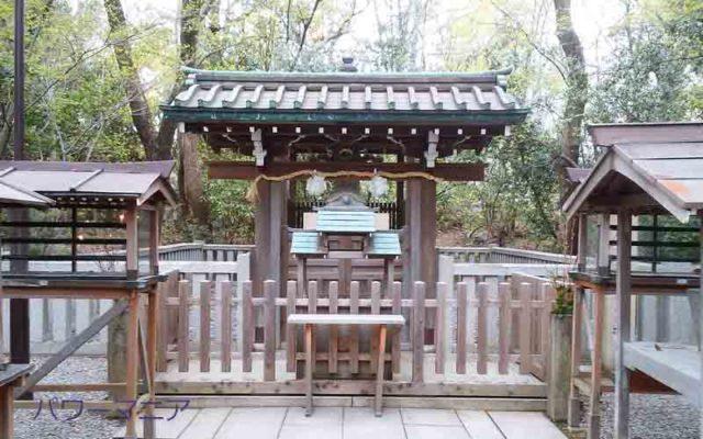 湊川神社にある大楠公墓所の正面