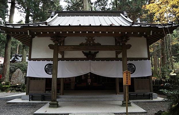 御岩神社の境内にある斎神社