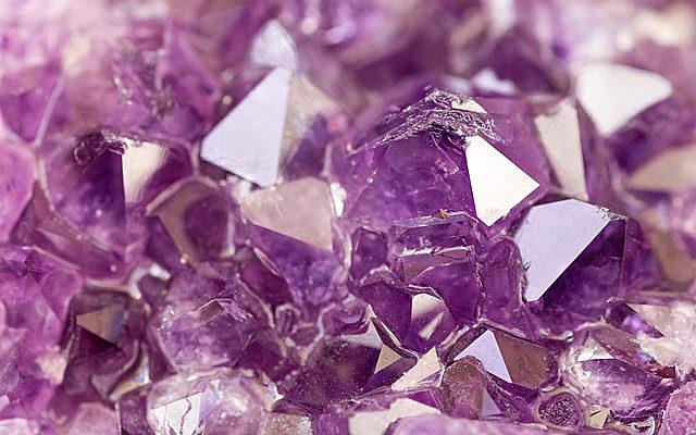 薄紫色のアメジストさざれ