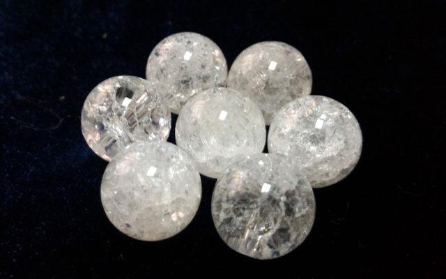クラック水晶の丸玉5つ