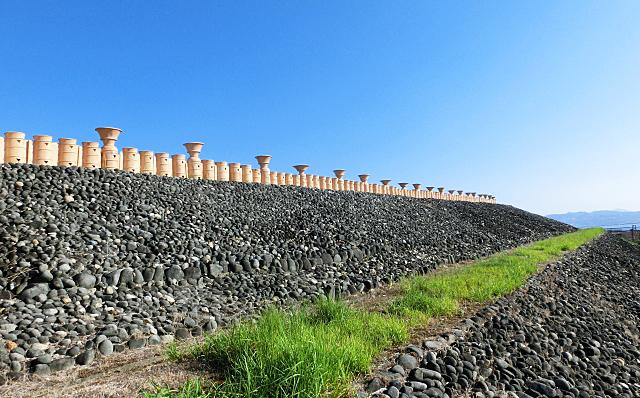 五色塚古墳の周りのたくさんの埴輪