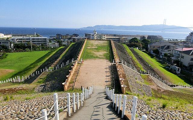 五色塚古墳から海を見たところ