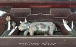 拝殿・牛の扁額