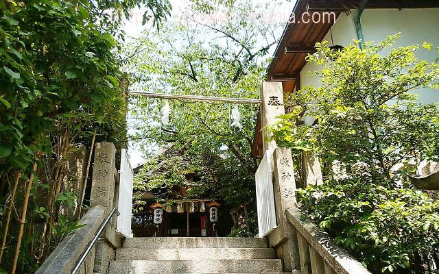 一宮神社の拝殿への階段