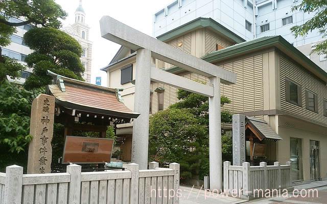 三宮神社の入口・右斜めから見たところ