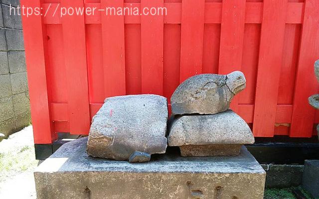 柳原天神社の境内横の亀