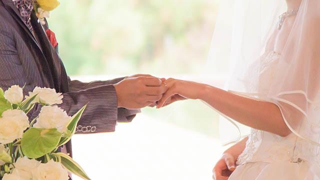 恋愛成就のイメージ・結婚式の指輪の交換