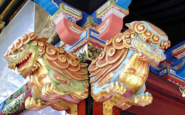 久能山東照宮の門の獅子