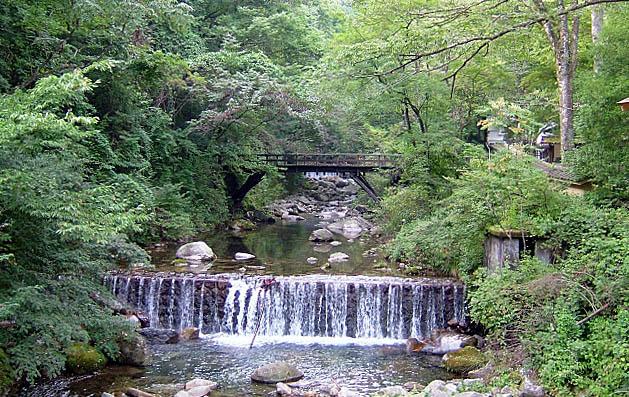 日本寺のある鋸山の清流