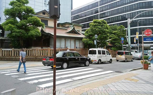 三宮神社へのアクセス・信号待ち