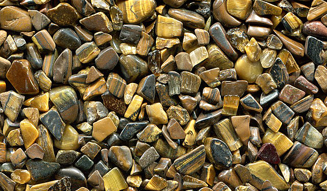 タイガーアイのたくさんの小さな石