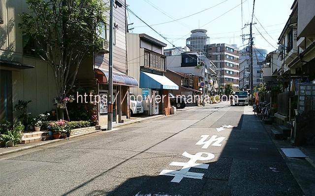 神戸駅へのアクセス・八宮神社を出て右へ行ったところ