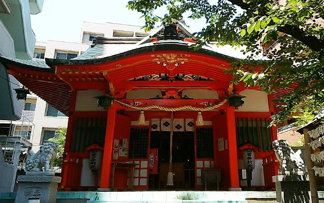四宮神社の拝殿全体