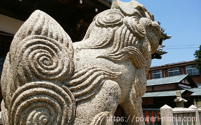 五宮神社の左の狛犬のアップ