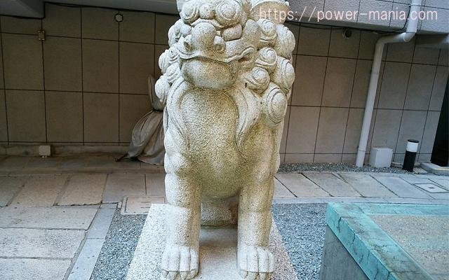 四宮神社の左の狛犬の顔