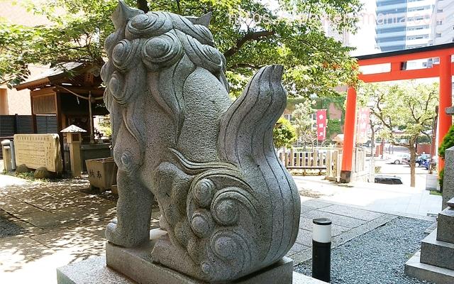 四宮神社の左の狛犬の後姿