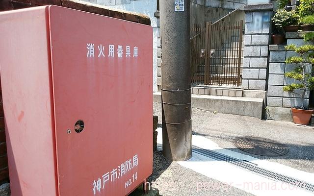 五宮神社へのアクセス・赤い消火用器具庫