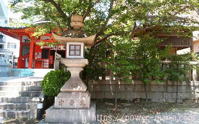 四宮神社の境内
