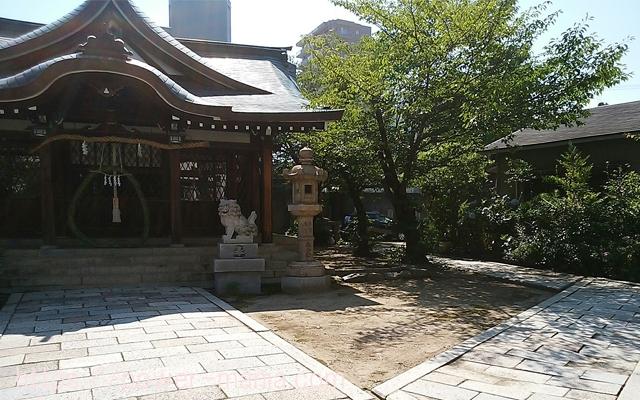 八宮神社の境内右手にある社務所