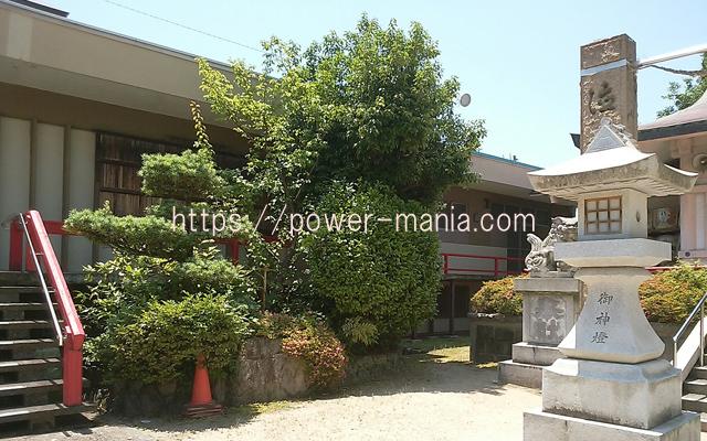 船寺神社の綺麗な境内