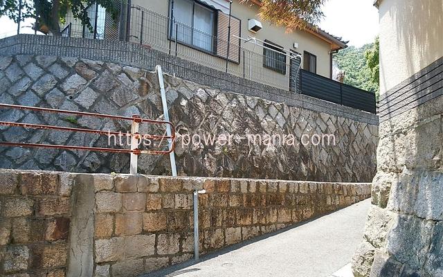 五宮神社へのアクセス・道を右に曲がる