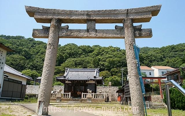 五宮神社の石の鳥居からみた境内