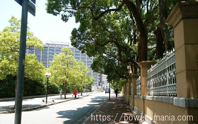 四宮神社へのアクセス・兵庫県公館の横の坂道