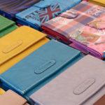 いろいろな色の財布