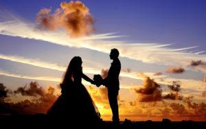 出会いのイメージ・結婚式の男女のシルエット