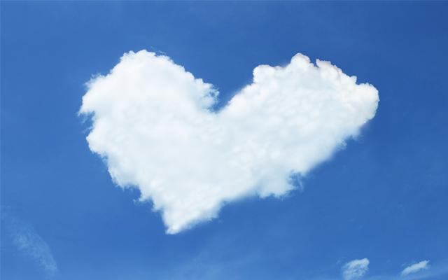 恋愛運アップのイメージ・ハート型の雲