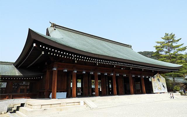 橿原神宮の外拝殿