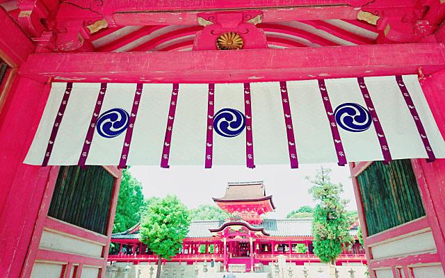 石清水八幡宮の門