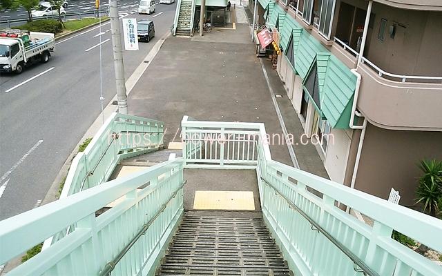 松尾稲荷へのアクセス・歩道橋を降りる