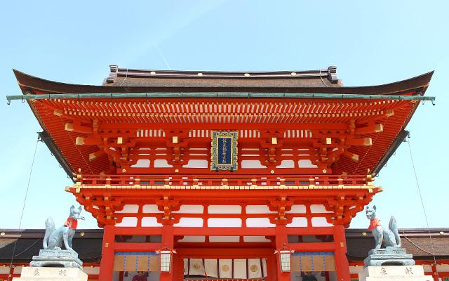 伏見稲荷大社の桜門