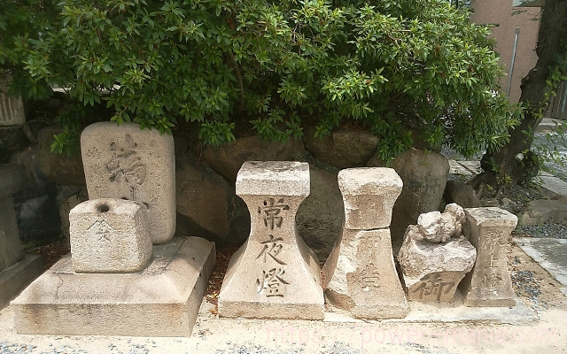 石碑がたくさん