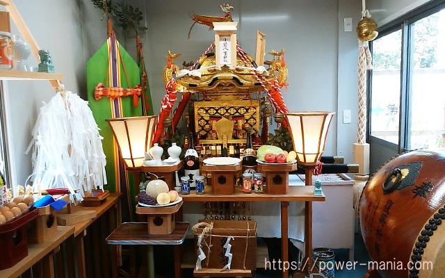 小野八幡神社の仮本殿の中