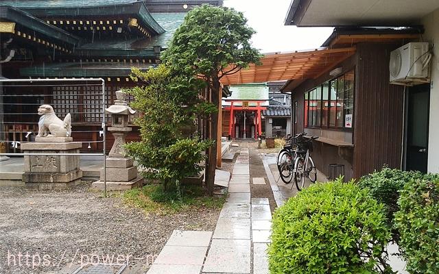 駒林神社の境内右奥
