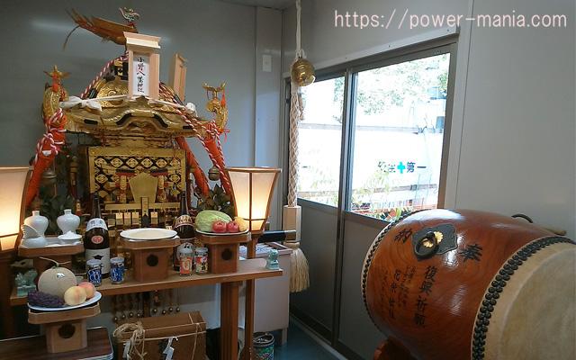 仮本殿の中の御神輿