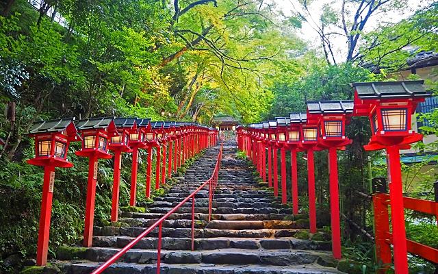 貴船神社の表参道の灯篭
