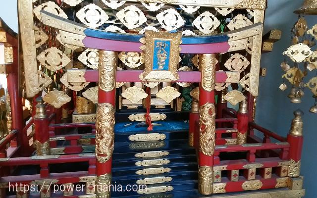 小野八幡神社の御神輿にある小さい鳥居